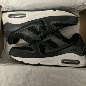 EUC Nike Air Max Command Shoes